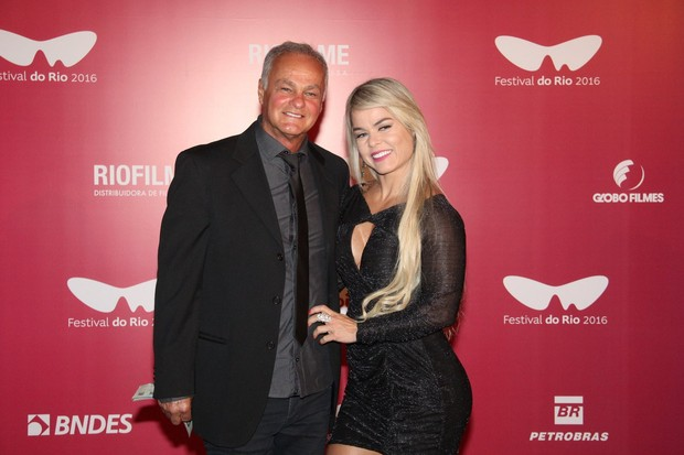 Kadu Moliterno com a namorada Cristianne Rodriguez (Foto: Wallace Barbosa/AgNews)