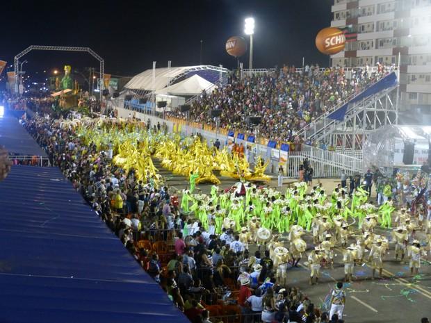 Cinco escolas passaram pelo sambódromo no primeiro dia do carnaval do Amapá (Foto: John Pacheco/G1)