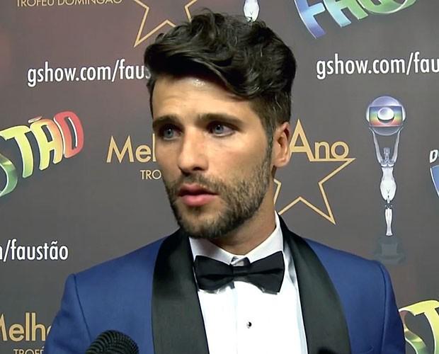 Beuno Gagliasso se emociona ao falar do personagem (Foto: TV Globo)