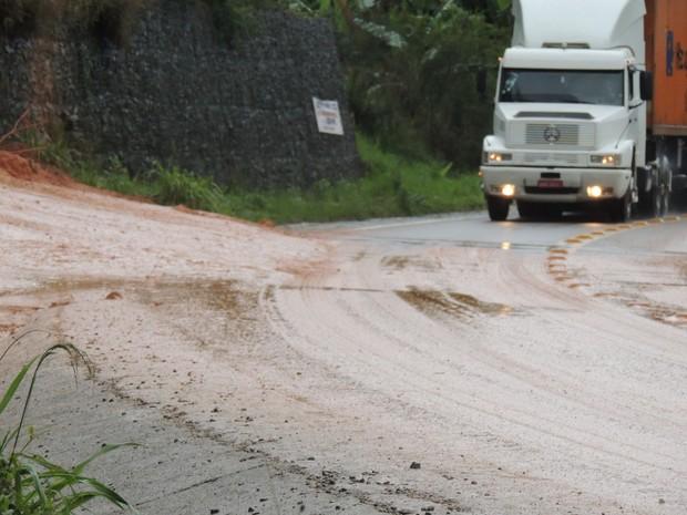 Segundo a PRF, não foi preciso interditar trecho da rodovia (Foto: Diego Madruga/G1)