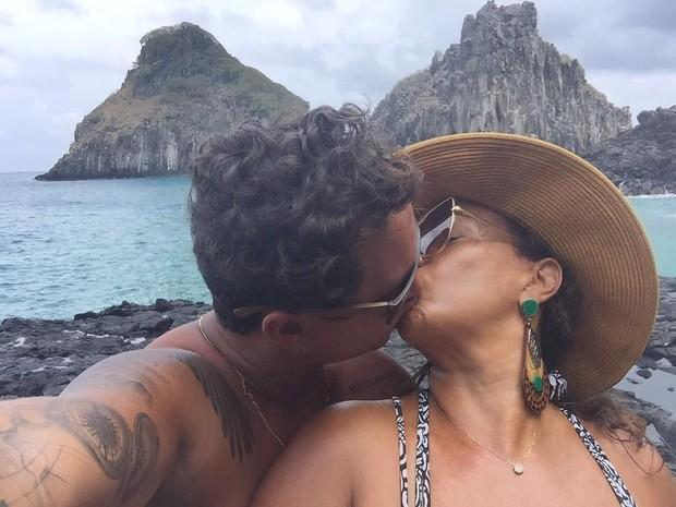 Solange Couto curte Noronha com o marido, Jamerson Andrade, e se declara: O meu coração hoje tem paz. Você me incendeia e acalma, aviva todos os meus sentidos. @jamerson_andrade Te amooooo!!!! (Foto: Reprodução/Instagram)