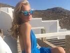 Paris Hilton sensualiza de pernas de fora na Grécia