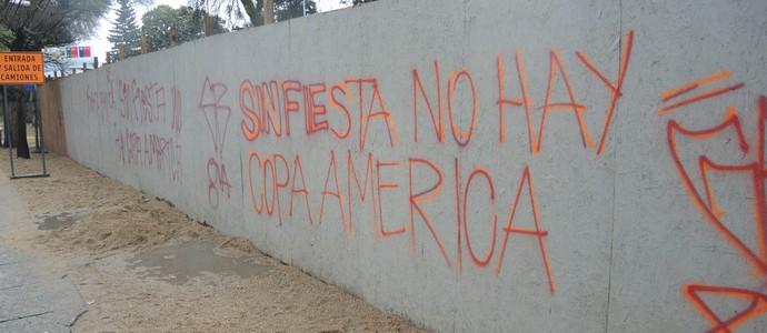 Pichação contra Copa América em Concepción (Foto: Alexandre Lozetti)
