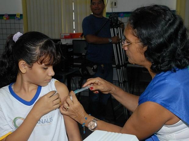 Vacinação terá início nesta terça-feira (10); meninas que participaram das campanhas de 2013 e 2014 e não tomaram todas as doses da vacina também poderão participar (Foto: Divulgação/Semsa)