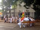 Grupo de funcionários em greve da  Santa Casa de Tatuí faz manifestação