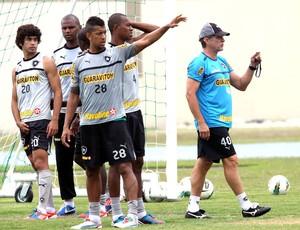 Oswaldo de oliveira botafogo treino (Foto: Cezar Loureiro / Agência O Globo)