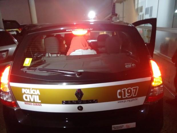 Médico se apresentou para depor sem saber que já havia mandado de prisão contra ele (Foto: Zana Ferreira/ G1)