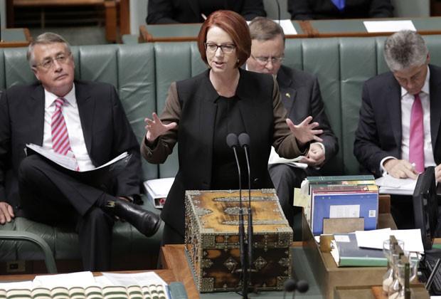 A primeira-ministra da Austrália, Julia Gillard, durante a votação na qual foi derrotada nesta quarta (26) (Foto: Rick Rycroft/AP)
