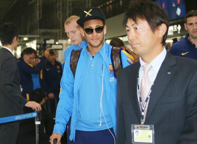 Neymar chegada Barcelona Japão (Foto: AP)