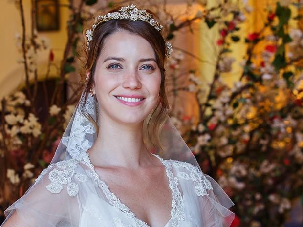 Nathalia Dill se veste de noiva para fazer o casamento de Laura (Foto: Artur Meninea/Gshow)