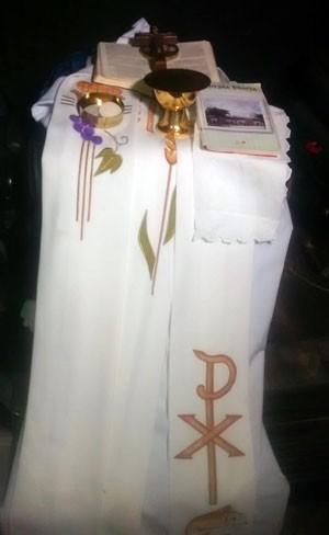 Objetos religiosos roubados foram encontrados com suspeitos no bairro de Nazaré, em Natal  (Foto: Divulgação/Polícia Civil do RN)
