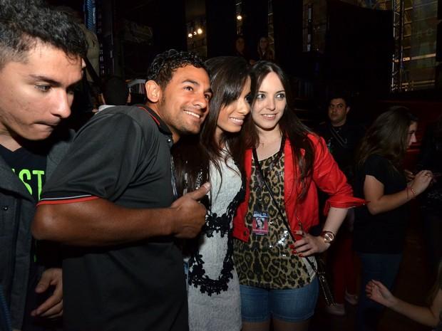 Anitta com fãs em festival de música em Canela, Rio Grande do Sul (Foto: Leo Marinho/ Ag. News)
