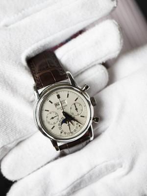 50ceec610bd Relógio de pulso de platina da marca Patek Philippe (Foto  Reuters Valentin  Flauraud