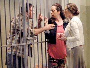 Ulisses se desespera e pede ajuda a Semíramis e Frô (Foto: Guerra dos Sexos / TV Globo)