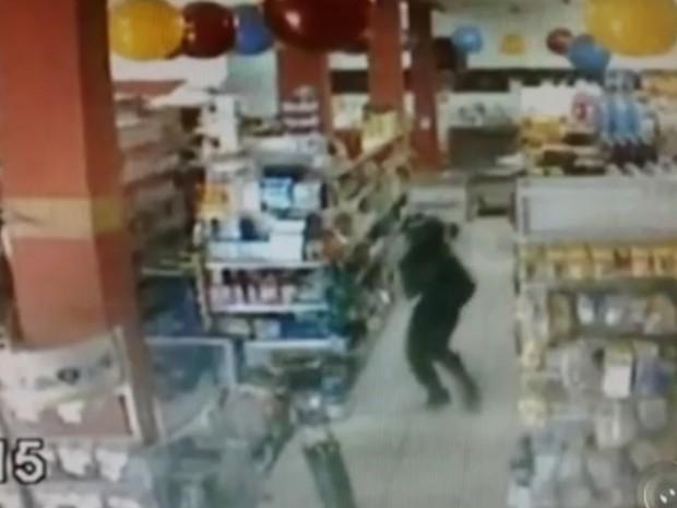 Segundo a polícia, suspeito cometeu o crime por vingança (Foto: Reprodução/TV TEM)