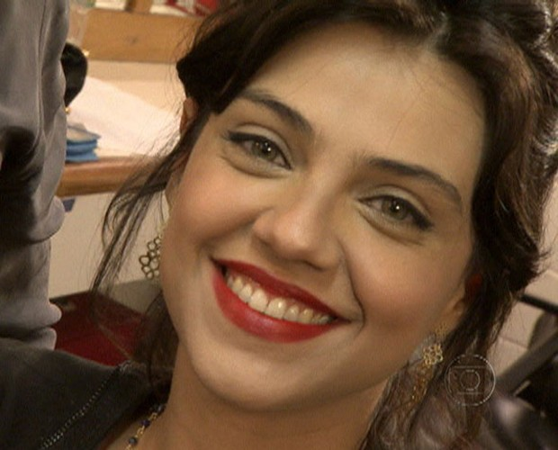 Letícia Persiles adotou o tom que virou moda no Brasil inteiro (Foto: Mais Você / TV Globo)