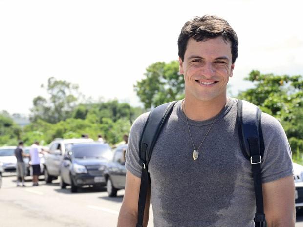 Rodrigo Lombardi sua a camisa para a gravação da novela (Foto: Salve Jorge/TV Globo)