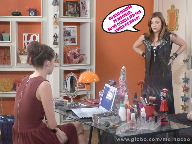 Olha essas fofas! Morrendo de sdds, a Lia vai procurar a Ju pra retomar a amizade (Foto: Malhação / Tv Globo)