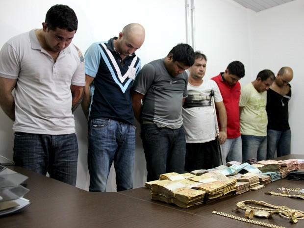 Grupo recebia ordens e mandava relatório sobre o tráfico de drogas a detento (Foto: Jamile Alves/G1 AM)