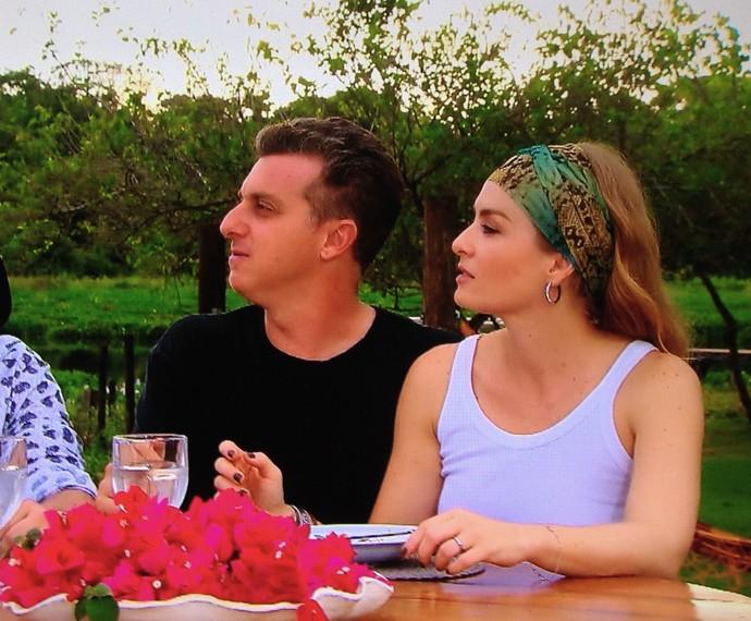 Animados, os dois brincam de dupla sertaneja (Foto: TV Globo)