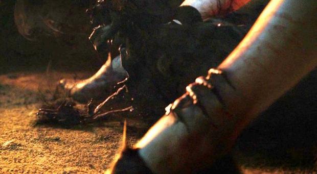 Melisandre dá à luz a uma sombra (Foto: HBO/Divulgação)