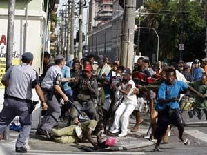 Em imagem de arquivo, policiais ocupam Rua Helvétia no começo da Operação Centro Legal (Foto: Arquivo/Nilton Fukuda/Agência Estado)