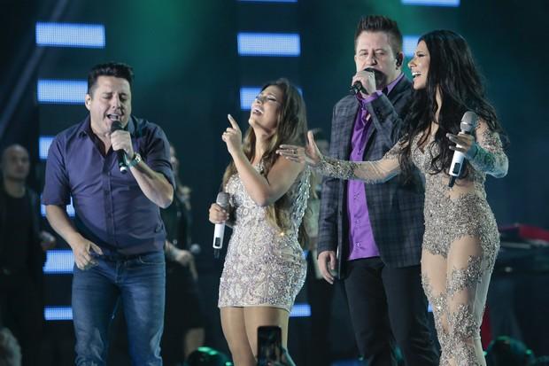 Simone e Simaria cantaram com Bruno e Marrone (Foto: Rafael Cusato/Brazil News)