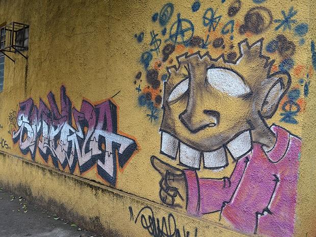 Grafite na Rua Carlos Gomes em Araraquara (Foto: Laís Françoso/G1)
