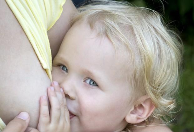 bebê; mamando; amamentação; amamentação continuada; 2 anos (Foto: Thinkstock)