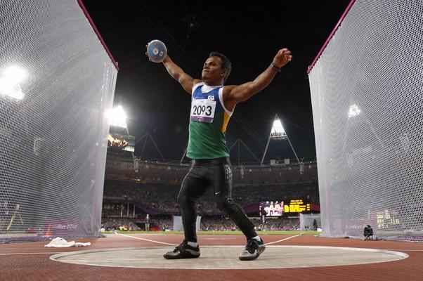 Jonathan Santos, mais conhecido como Romarinho, conquista o bronze em Londres (Foto: Matt Dunham/AP)