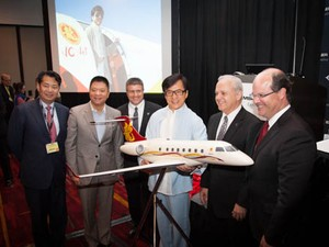 Embraer - Jackie Chan (Foto: Divulgação/ Embraer)