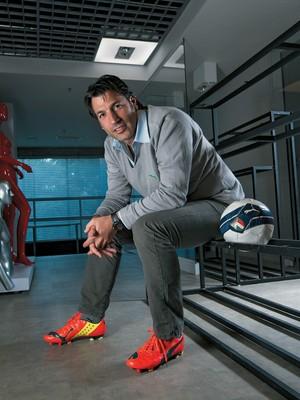"""Roberto Goldminc na sede da Puma do Brasil: """"Voltamos às origens, que é investir em futebol e corrida"""" (Foto: Rogério Albuquerque)"""