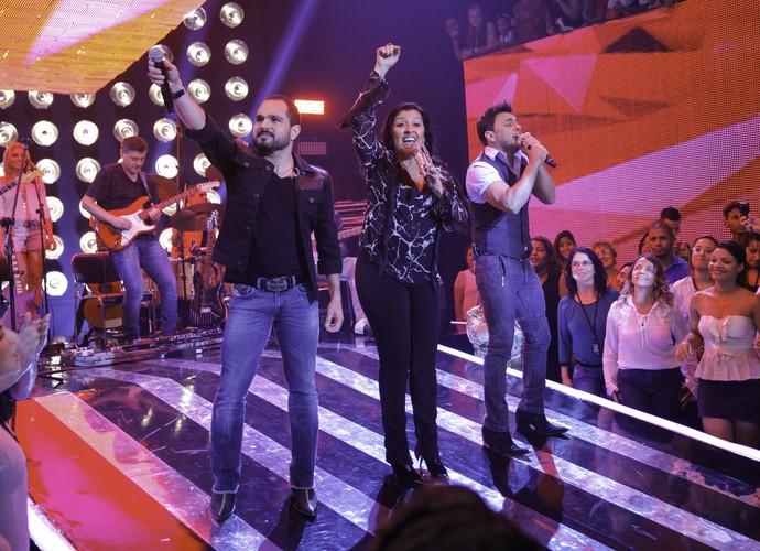 Zezé Di Camargo e Luciano cantaram, seu novo sucesso, 'O Defensor', que fala de violência doméstica  (Foto: João Pedro Januário)