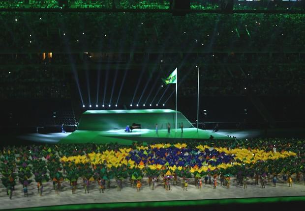O pianista João Carlos Martins executa o Hino Nacional na cerimônia de abertura dos Jogos Paralímpicos Rio 2016 (Foto: Tomaz Silva/Agência Brasil)