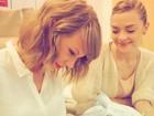 Taylor Swift posta foto com o afilhado nos braços