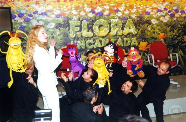 Manipuladores dos bonecos de Flora Encantada (Foto: Acervo Globo)