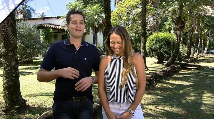 Pedro Leonardo e Aline Lima caem na risada durante as gravações  (Foto: reprodução EPTV )