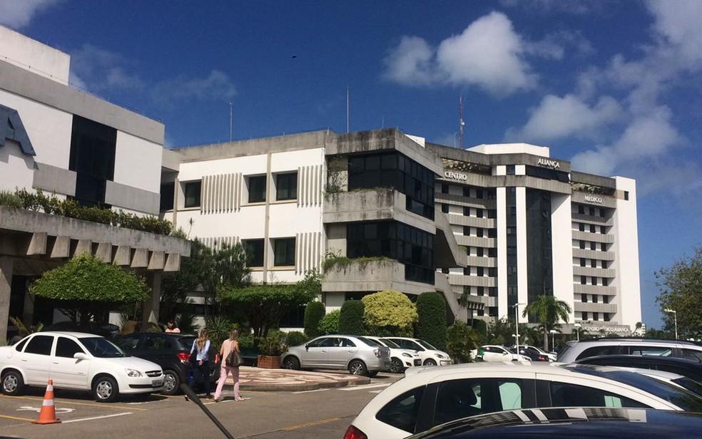 Filipino está internado em hospital particular de Salvador, na Avenida Juracy Magalhães (Foto: Andréa Silva/ TV Bahia)