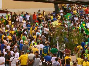 População reclama da falta de propostas em manifestações em São Carlos (Foto: Felipe Lazzaroto/EPTV)