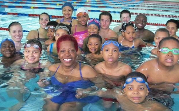 Wanda Butts e seus alunos (Foto: BBC)