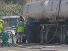 Caminhão tomba e 1,5 mil litros de diesel vazam em rodovia de Paulínia