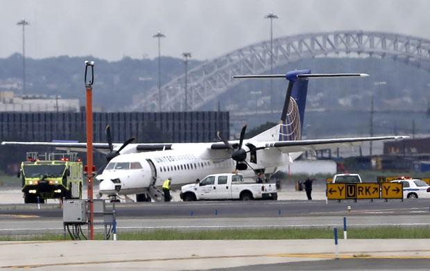 Aeroporto Newark : G avião volta a aeroporto nos eua após fumaça na cabine