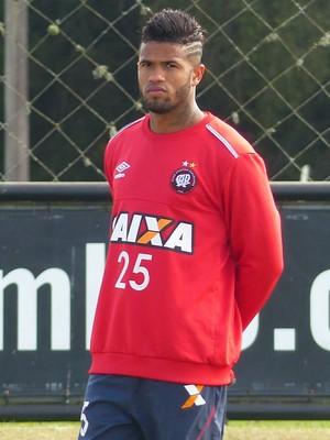Léo Atlético-PR (Foto: Monique Silva)
