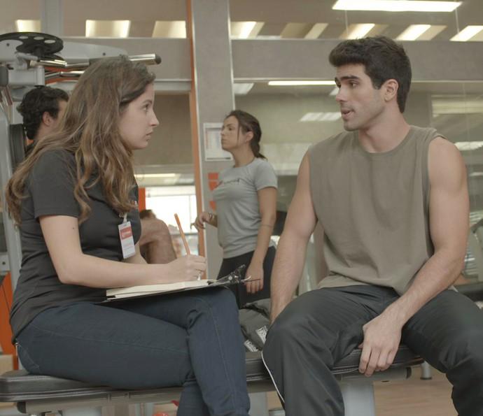 Nanda percebe que Rômulo está sendo sincero (Foto: TV Globo)