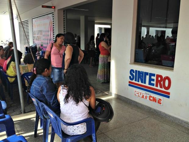 Professores de Porto Velho re reuniram na sede do Sintero para manifestações (Foto: Ísis Capistrano/ G1)