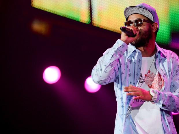 O rapper Emicida entrou no Palco Mundo como convidado do Skank logo no início do show. (Foto: Flavio Moraes/G1)