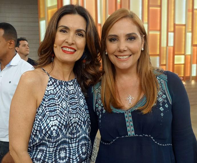 A atriz Heloísa Périssé posa com a Fátima nos bastidores  (Foto: Juliana Hippert/Gshow)