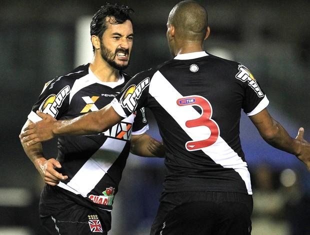 Douglas comemoração do Vasco contra a Ponte Preta (Foto: Marcelo Sadio / Vasco.com.br)