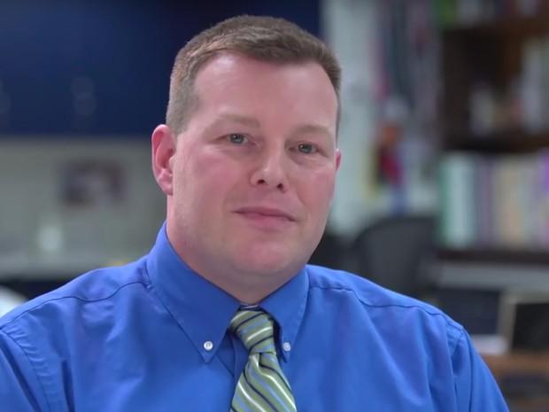 Michael Soskill, nos EUA, conecta seus alunos de uma pequena cidade a outros países  (Foto: Reprodução Global Teacher Prize/ Youtube)