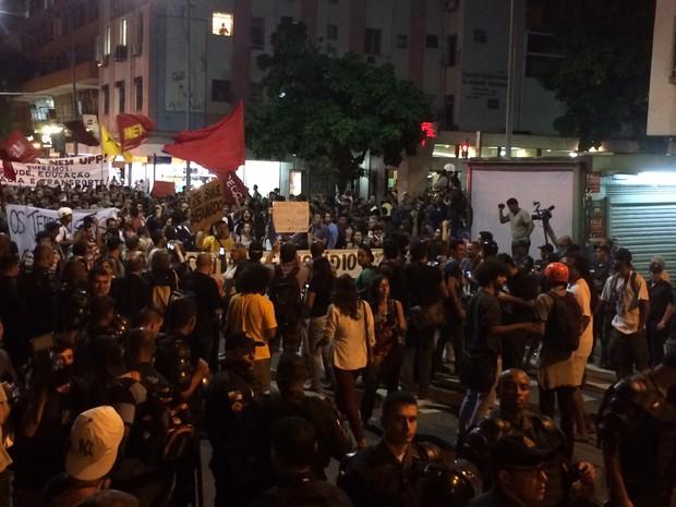Protesto fechou a Rua das Laranjeiras (Foto: Daniel Silveira/G1)